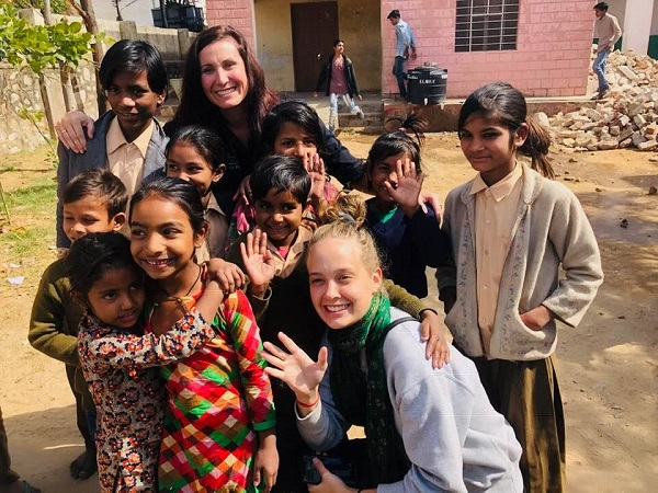 Penne Kaddatz with children from India during her Reimagining India trip