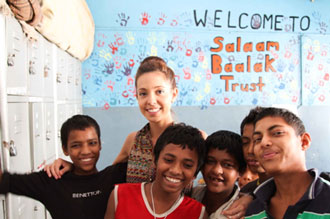 Children from Salaam Baalak with members of CQUni staff